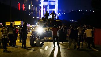 Αντιδράσεις Τούρκων πολιτών κατά των πραξικοπηματιών
