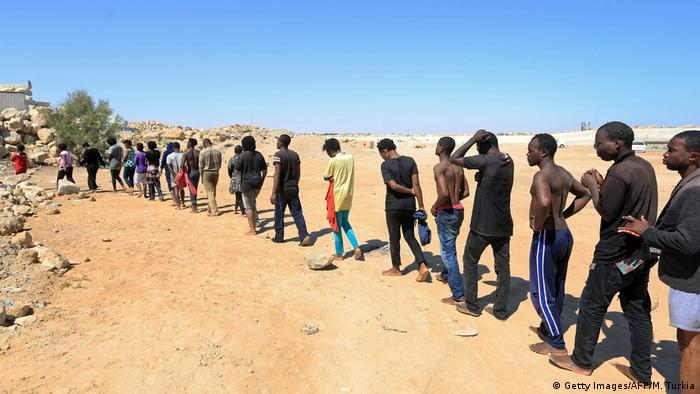 Libyen Guarabouli Flüchtlinge (Getty Images/AFP/M. Turkia)