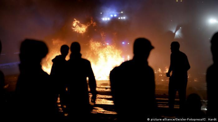 Экстремисты жгут баррикады на улицах Гамбурга, 7 июля