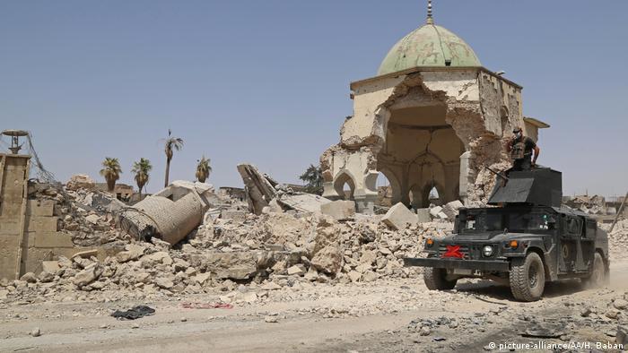 Irak Mossul Moschee Ruinen Armee (picture-alliance/AA/H. Baban)