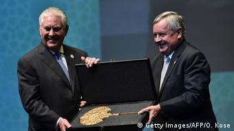 Ο κ.Τίλερσον κατά την παραλαβή του βραβείου στην Παγκόσμια Διάσκεψη Πετρελαίου