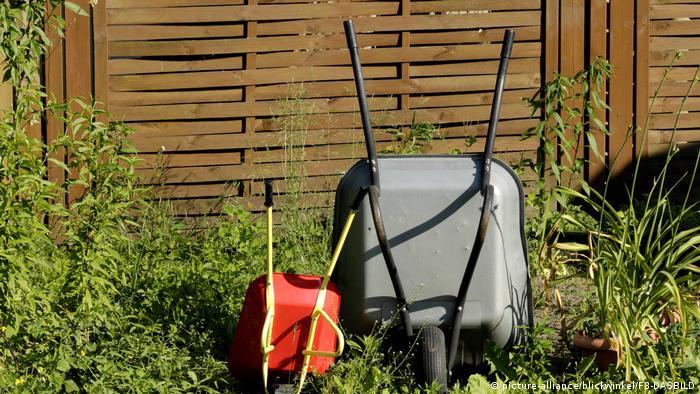 Садовые тележки