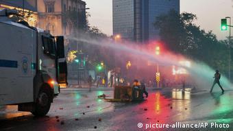 Επεμβάσεις της αστυνομίας εναντίον συγκεντρωμένων στο πάρκο Γκεζί