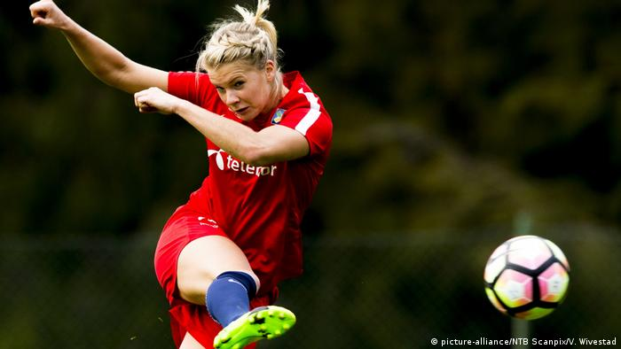 Norwegian star Ada Hegerberg is missing the World Cup (picture-alliance/NTB Scanpix/V. Wivestad)