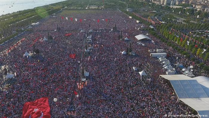 Türkei Proteste Demonstration gegen Erdogan (picture-alliance/Zumapress)