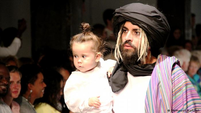 Niederlande Fashion Show Rise from the Ashes in Amsterdam (DW/Masood Saifullah)