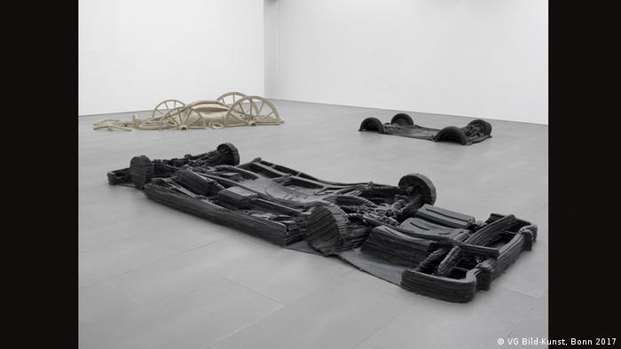Asta Gröting's installation, The travelling carriage of Goethe the Mercedes of Adenauer and my Smart (VG Bild-Kunst, Bonn 2017)