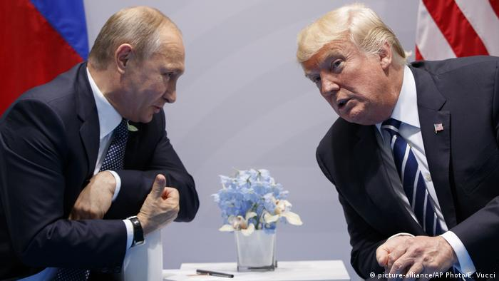 Deutschland | Hamburg - G20 Donald Trump und Vladimir Putin (picture-alliance/AP Photo/E. Vucci)