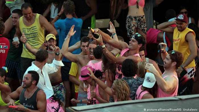 Kroatien Touristen Party Hvar-Insel (picture-alliance/Pixsell/D. Urukalovic)