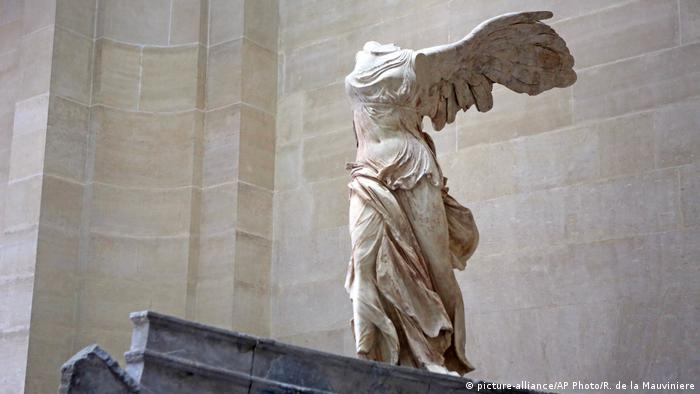 The Winged Victory of Samothrace (picture-alliance/AP Photo/R. de la Mauviniere)