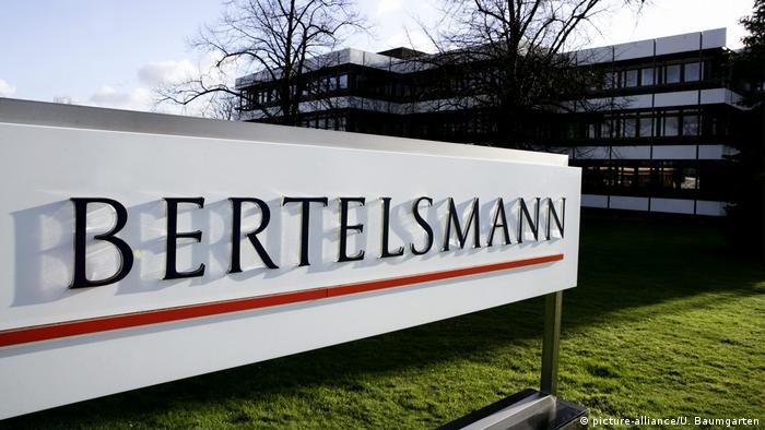 کارل برتلسمان در سال ۱۸۳۵ انتشاراتی برتلسمان را تاسیس کرد که به کمپانی در عرصه رسانه، خدمات و آموزش تبدیل شده است. ۱۲۶ هزار و ۴۴۷ نفر در کمپانی برتلسمان کار میکنند و درآمد سالانه آن ۱۸ میلیارد یورو است. رادیو تلویزیون RTL متعلق به برتلمسان است.