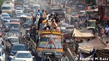 24.06.2017++++ Traffic clogs the roads as people head home ahead of Eid al-Fitr, which marks the end of the holy month of Ramadan in Lahore, Pakistan June 24, 2017. REUTERS/Mohsin Raza