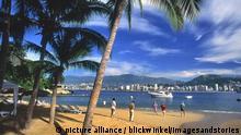 Menschen am Strand von Acapulco, Mexiko, Acapulco | people at the Beach of Acapulco, Mexico, Acapulco | Verwendung weltweit