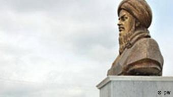 برای نخستين بار تنديس مختومقلی در سال گذشته در مركز شهر مسكو پردهبرداری شد