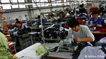 Mazedonien Land und Leute Fabrik Nähbetrieb in Bitola