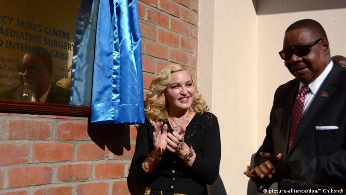 Madonna eröffnet Kinderkrankenhaus in Malawi Afrika