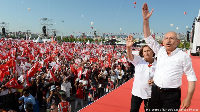 Thousands Mass To Mark Anti-Erdogan Rally - Istanbul Kemal Kilicdaroglu Selvi Kilicdaroglu (picture alliance/abaca/Depo Photos)