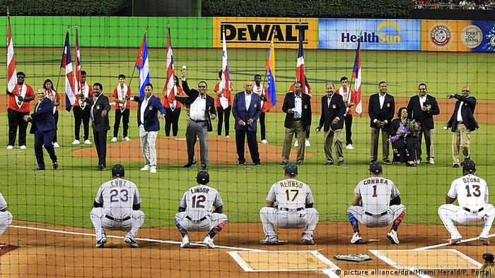 USA MLB Baseball All-Star Game2017 | First Pitch (picture alliance/dpa/Miami Herald/P. Portal)