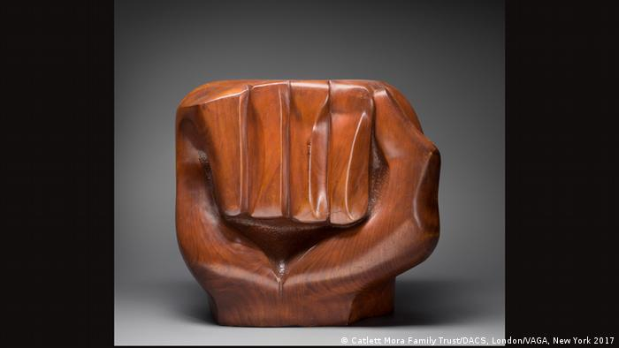 Elizabeth Catlett, Black Unity, 1968 (Catlett Mora Family Trust/DACS, London/VAGA, New York 2017)