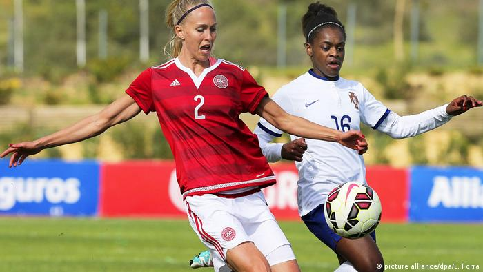 Fussball Frauen - Dänemark vs Portugal - Diana Silva vs Line Hansen (picture alliance/dpa/L. Forra)