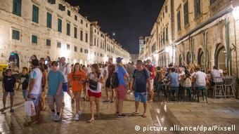 Dubrovnik Touristen Stradun (picture alliance/dpa/Pixsell)