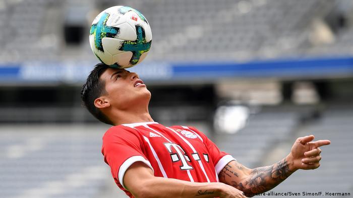 Deutschland Vorstellung von James Rodriguez beim Bayern München (picture-alliance/Sven Simon/F. Hoermann)