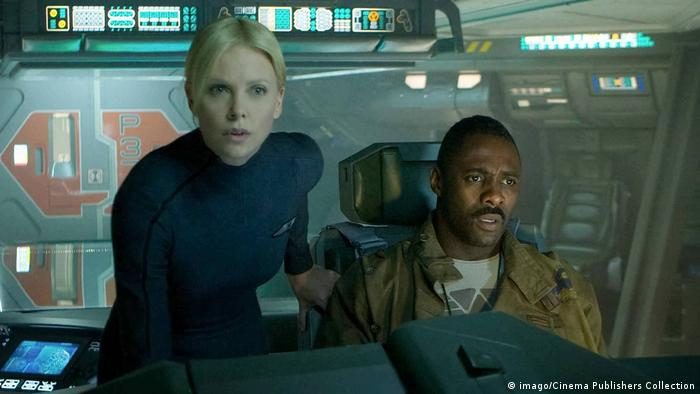 Charlize Theron and Idris Elba in Prometheus from 2012 (imago/Cinema Publishers Collection)