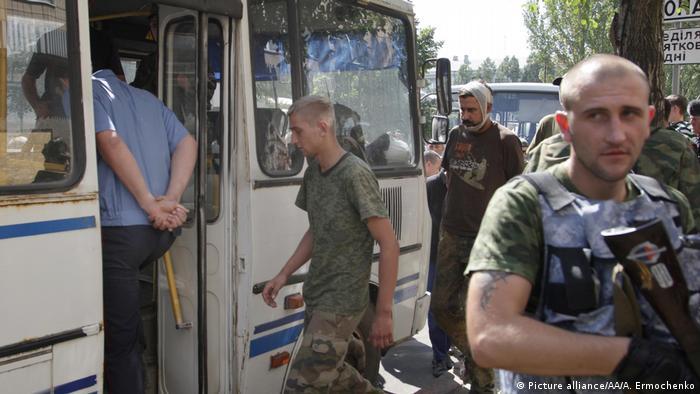 Пророссийский сепаратист с автоматом
