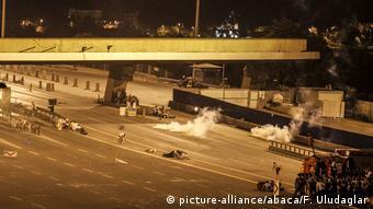 Στρατιώτες έκλεισαν τη γέφυρα του Βοσπόρου με φορτηγά και τεθωρακισμένα