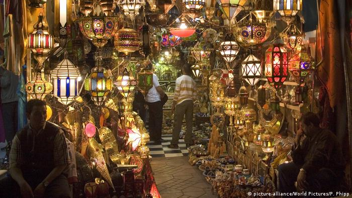 Marokko Jemaa El Fna Square in Marrakesch (picture-alliance/World Pictures/P. Phipp)