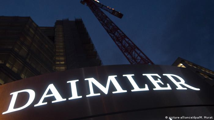 Daimler logo on Stuttgart headquarters picture-alliance/dpa/M. Murat)