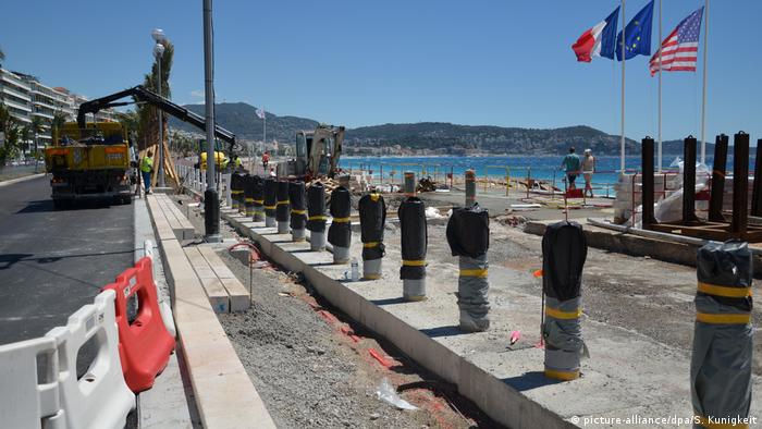 Frankreich Nizza Pfosten als Schutz für Strandboulevard