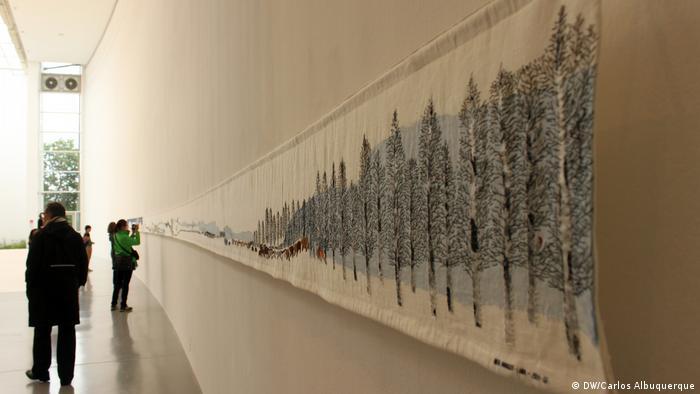 Documenta, Lateinamerika, Historja der Sami-Künstlerin Britta Marakatt-Labba an der documenta-Halle (DW/Carlos Albuquerque)