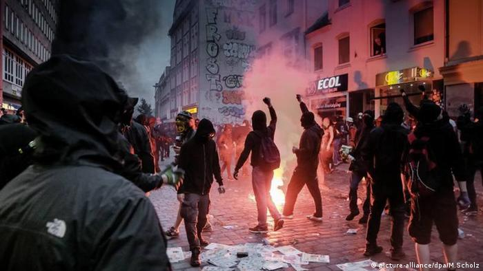 Violent G20 protests in Hamburg (picture-alliance/dpa/M.Scholz)