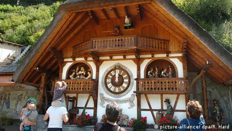 Hornberger Uhrenspiele: eine riesige Kuckucksuhr (picture-alliance/ dpa/R. Haid)