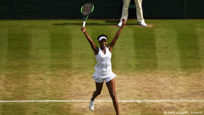 UK Wimbledon 2017- Venus Williams feiert Sieg (Getty Images/S. Botterill)