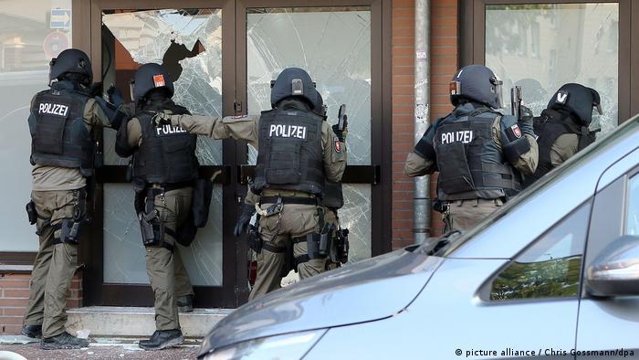 Полиция проводит операцию