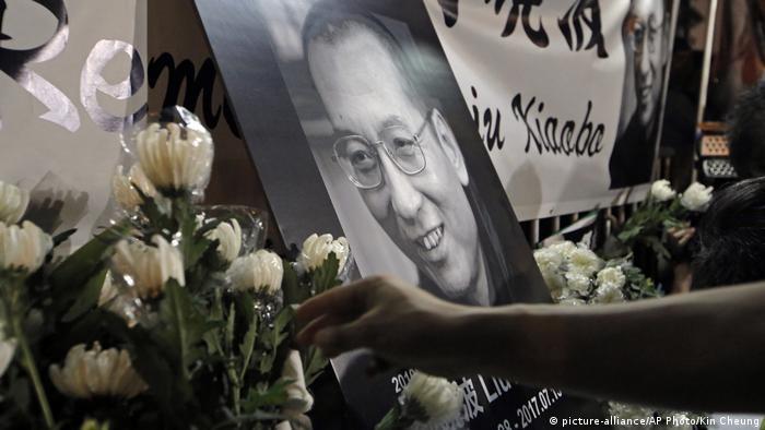 Hong Kong | Trauer um Liu Xiaobo (picture-alliance/AP Photo/Kin Cheung)