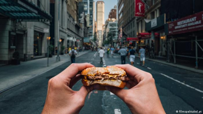 DW SHIFT | Biss in einen Burger in New York City (filmspektakel.at)