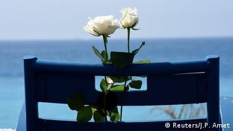 Rosas blancas en memoria de las 86 víctimas del ataque de Niza.