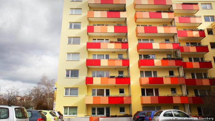 German apartment building (picture-alliance/Wolfram Steinberg)