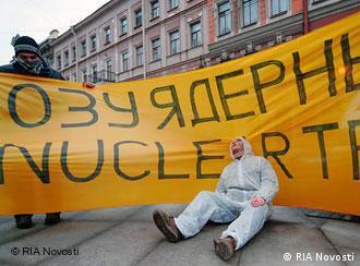 Демонстрация против ввоза ядерных отходов в Петербурге