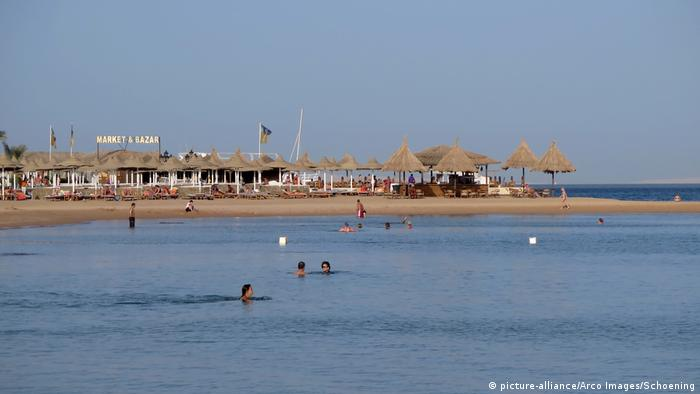 The Hurghada beach in Egypt's Red Sea tourism region (picture-alliance/Arco Images/Schoening)