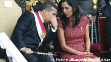epa04865445 Peruvian President Ollanta Humala (L) and first lady Nadine Heredia (R) speak to each other during Peru's 194 Independence Day Parade, in Lima, Peru, 29 July 2015. Festivities of the Peruvian Independence Day begin with the president's speech to the nation, who then hoists the flag, before the fireworks, bullfights and military parades. EPA/ERNESTO ARIAS +++(c) dpa - Bildfunk+++ |