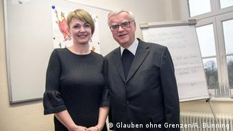 Klaudia Wildner-Schipek mit Erzbischof Heiner-Koch