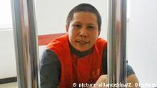 HANDOUT- Undatiertes Videostill des chinesischen Bürgerrechtlers Xu Zhiyong aufgenommen während seiner Haft. China stellt den führenden chinesischen Dissidenten Xu Zhiyong vom 22.01.2014 an vor Gericht. Die Anklage wirft dem 40-Jährigen «Organisation einer Menschenmenge mit dem Ziel der Störung der öffentlichen Ordnung» vor. Er war zusammen mit Dutzenden Aktivisten festgenommen worden, die sich für mehr Freiheiten eingesetzt hatten. Ihm drohen bis zu fünf Jahre Haft. Foto: dpa - Bestmögliche Qualität - +++(c) dpa - Bildfunk+++ |