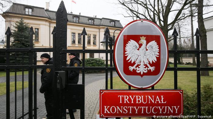 Zmiany w Trybunale Konstytucyjnym nie podobają się Brukseli