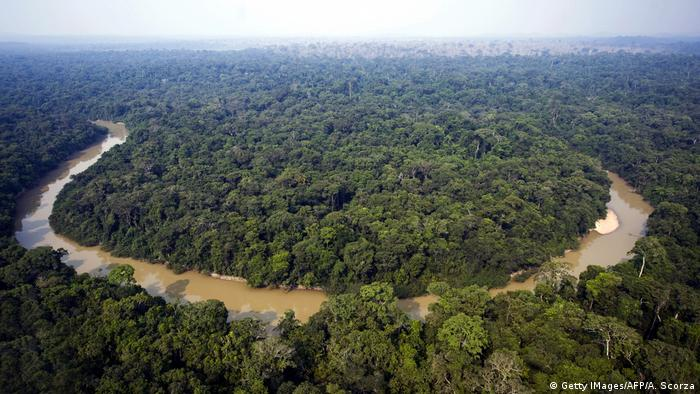 Aerial view of the Jamanxim river, which crosses the 1.3 million hectares of the National Forest reserve, near Novo Progresso in the state of Para, northern Brazil (Getty IMages/AFP/A. Scorza)
