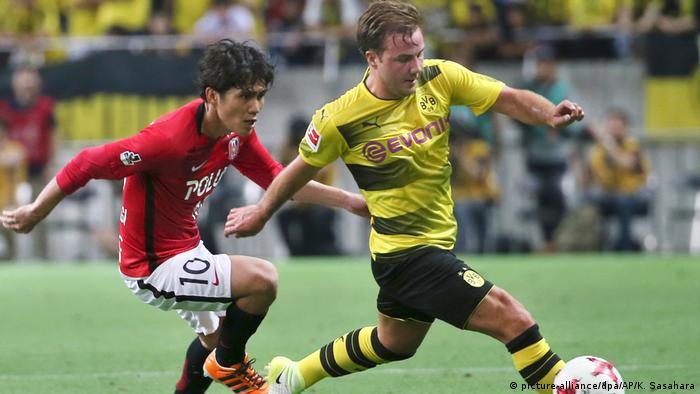 Fußball | Testspiel Urawa Reds - Borussia Dortmund | Mario Götze und Yosuke Kashiwagi