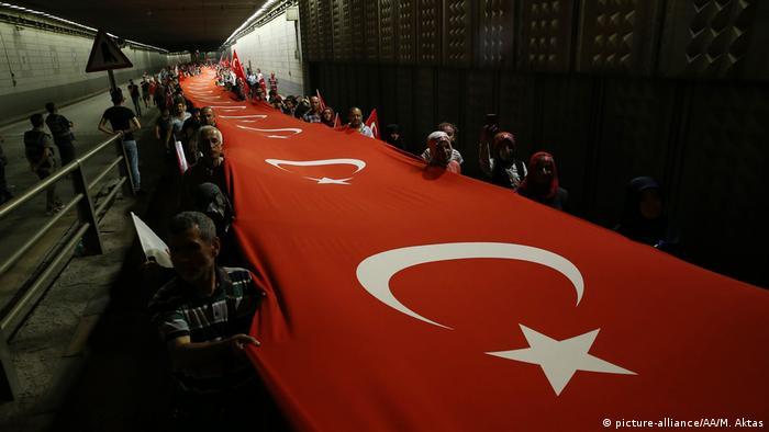 Türkei Jahrestag Putschversuch (picture-alliance/AA/M. Aktas)